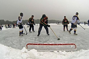Poind Hockey action